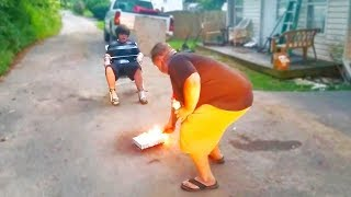 Pai destrói o Celular por causa do Free Fire .. (ASSISTA!)